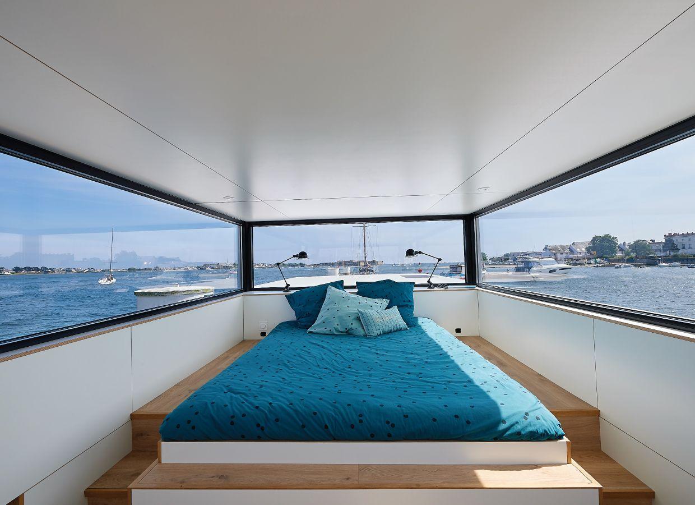 2-Savoir-faire-sealoft-house-boat